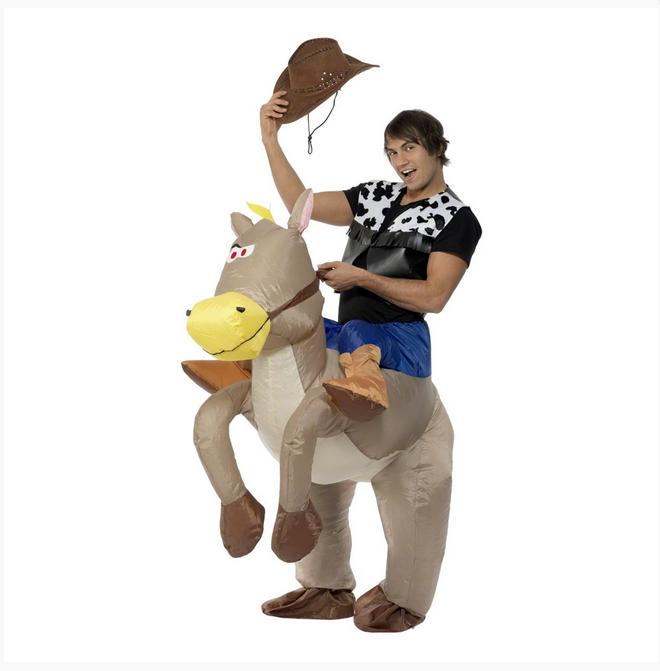 Kör all-in på festen och förvandla dig till en cowboy med hjälp av den här  uppblåsbara maskeraddräkten. Cowboyhatten 33b0968ee9f6f