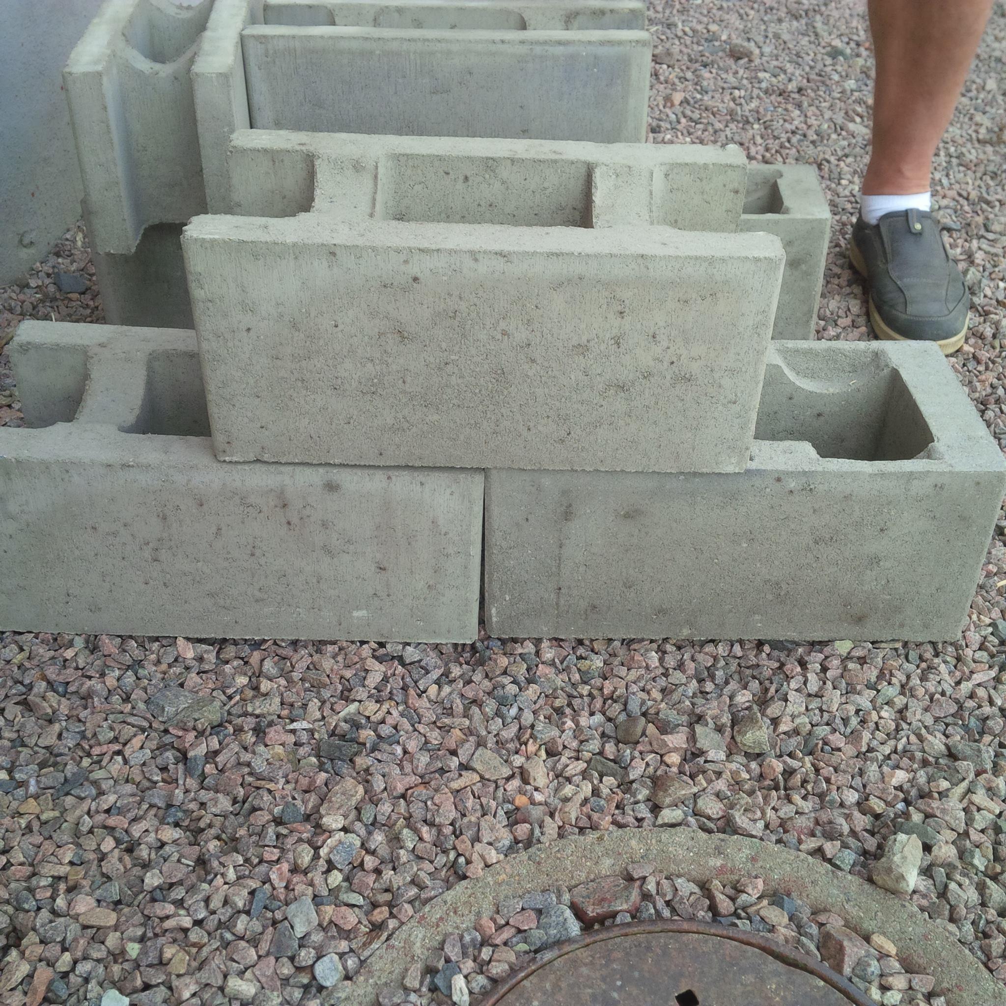 mura med betonghålsten
